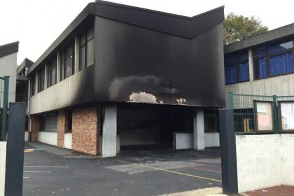 Corbeil-Essonnes : trois policiers blessés et une école incendiée