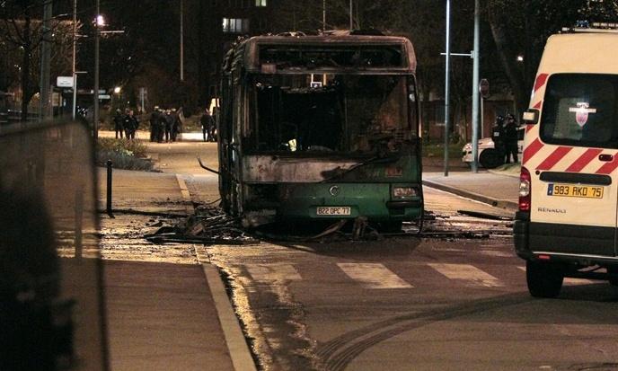 Bus attaqué et incendié à Chennevières-sur-Marne