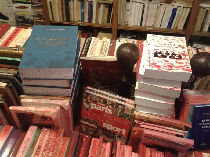 librairie-facta-attaquee (2)