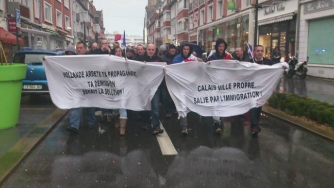 Les précédentes manifestations de Sauvons Calais se sont déroulées sans le moindre incident. Une raison de plus pour le gouvernement d'occupation et de combat contre la France de Manuel d'empêcher les Français de s'exprimer, de manifester, de lutter pour la survie de leur peuple et de leur nation.