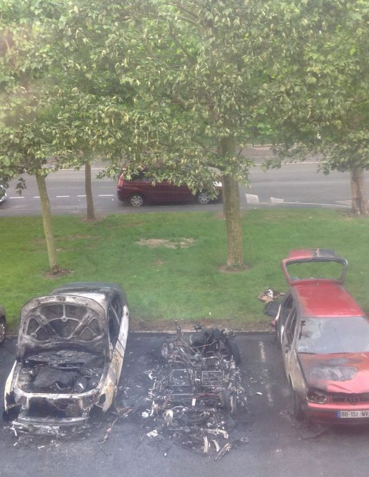 Compiègne, voitures brûlées