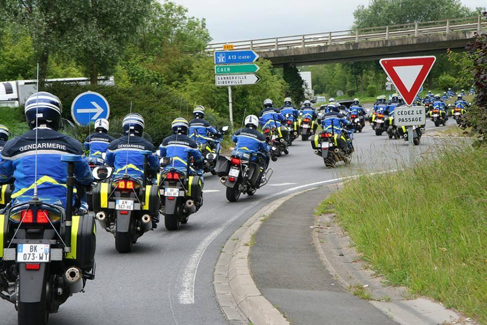 caen-invasion-gendarme-062014 (2)