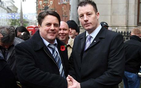 Adam Walker (droite) et Nick Griffin.