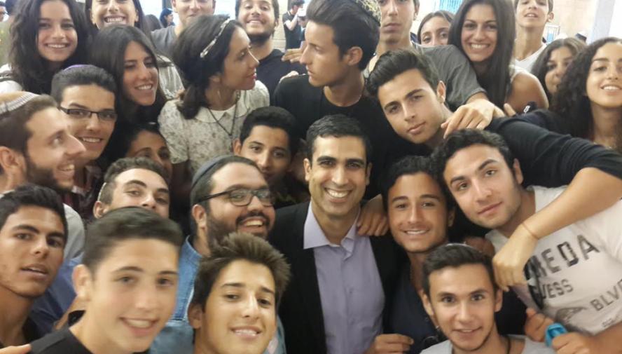"""Des mineurs français, auxiliaires de """"Tsahal"""" posent fièrement aux côtés d'un député étranger. Quelles auraient été la réaction avec des Franco-Marocains posant à côté d'un responsable de l'État islamique en Syrie ?"""