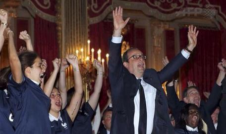 Le guignol de la désinfo: François Hollande s'offre deux heures de propagande sur Canal+