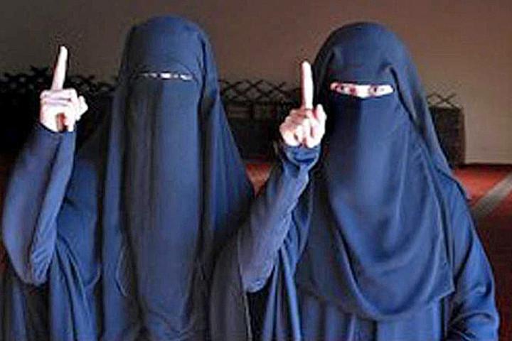 Samra Kesinovic et Sabina Selimovic, le destin de deux 'Autrichiennes' devenues égéries de l'État islamique