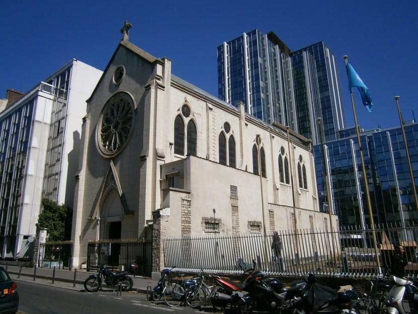 Action devant l'église de sainte-Rita