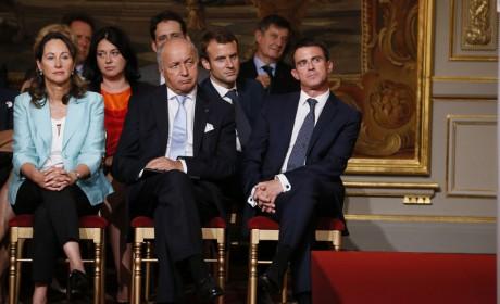 Deux ministres antifrançais fêtent la délocalisation de notre industrie en Algérie