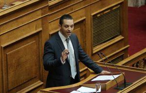ilias-kasidiaris-parlement_grec