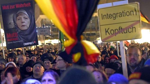 Plusieurs milliers d'Allemands contre l'islamisation à Leipzig malgré les actes terroristes de l'extrême gauche