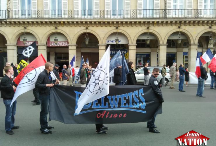 Les militants d'Edelweiss Savoie et Alsace présents dans le cortège