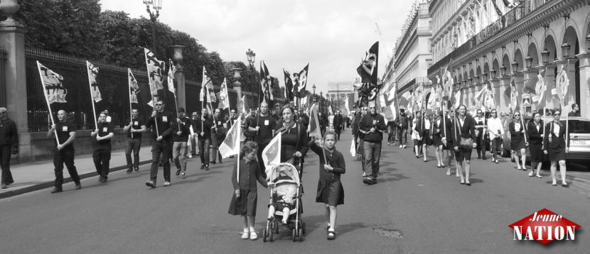 Les nationalistes dans les rues de Paris en l'honneur de Jeanne