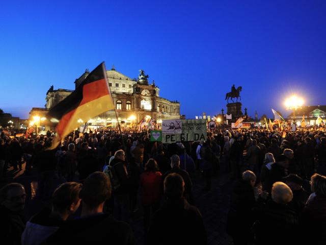 Environ 20 000 Allemands contre l'invasion à Dresde