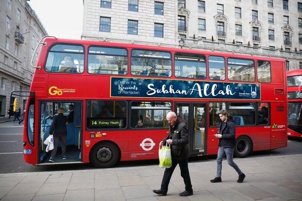 Royaume-Uni : des bus siglés « Gloire à Allah » pendant tout le ramadan