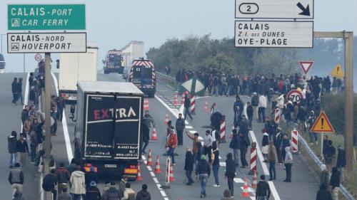 150 envahisseurs agressent des automobiliste et blessent 2 CRS