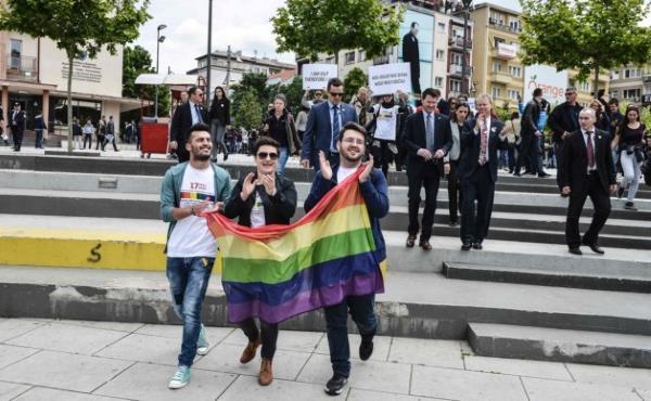 Kosovo : première parade des dégénérés