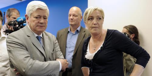 La Le Pen refuse la démission de Bruno Gollnisch du bureau politique