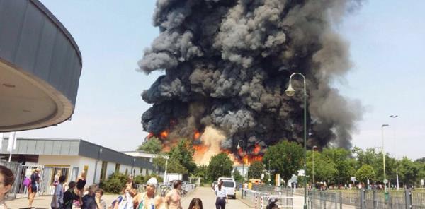 Allemagne : un centre d'accueil pour envahisseurs en flamme à Düsseldorf