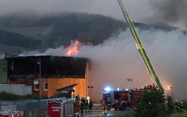 Autriche : un futur foyer d'envahisseur ravagé par un incendie