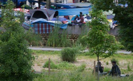 Un campement de 2.000 envahisseurs évacué à Paris