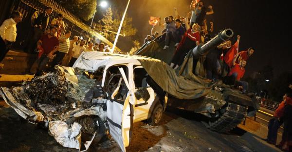 Turquie : coup d'État ou coup fourré ?