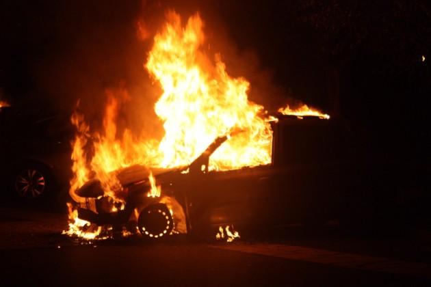 Nuit d'émeute près de Rouen : 16 voitures incendiées