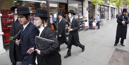 États-Unis : 3 couples juifs hassidiques arrêtés pour une gigantesque fraude fiscale et sociale