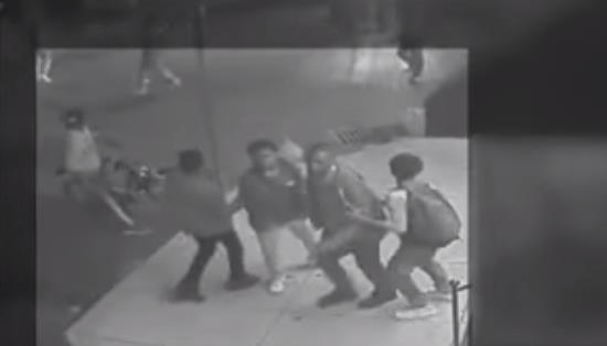 États-Unis : violente émeute de colons africains attaquant des étudiants blancs de l'université Temple (vidéo)