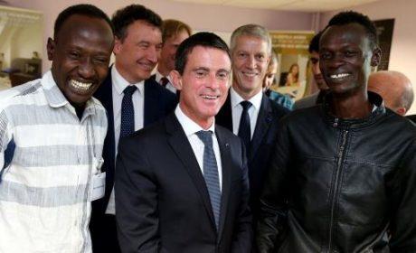 Valls obtempère aux ordres du Grand Orient de naturaliser les clandestins de Calais