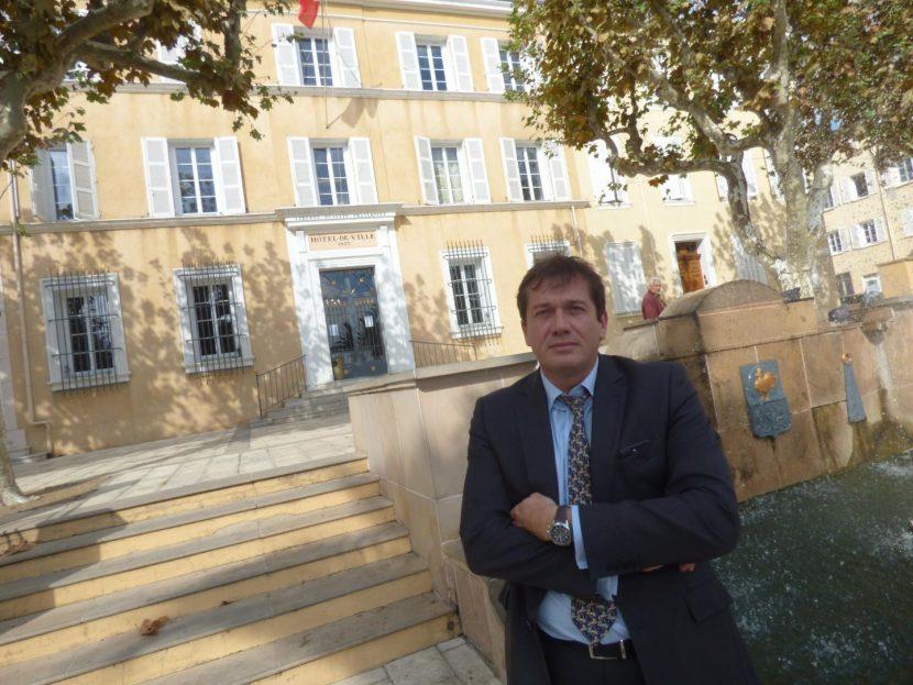 Lansade, le maire FN de Cogolin en sursis : 10 membres de sa majorité ont démissionné !