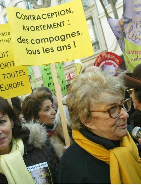 Les FM :. récompensent  Yvette Roudy pour son combat en faveur de l'avortement