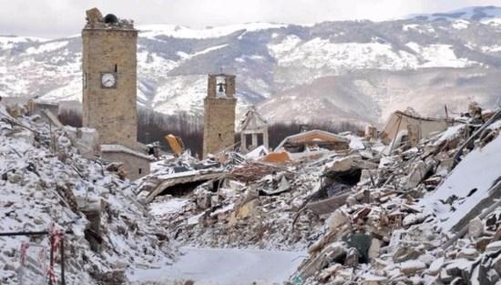 Italie : les Italiens sinistrés dans le froid et la neige, les clandestins à l'hôtel…