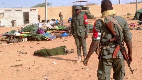 Mali : attentat-suicide d'Al-Qaeda contre un camp militaire dirigé par la France