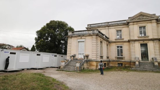 Bordeaux : manifestation d'envahisseurs mécontents de leur hébergement dans un château