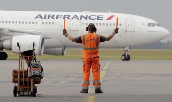 Air France a tenté de cacher les tags « Allah akbar » découverts sur 40 avions !