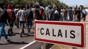 Les habitants de Calais empêchent la distribution de repas aux envahisseurs !