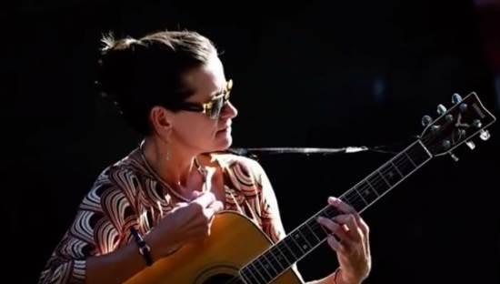 Royaume-Uni : soutenez l'artiste persécutée Alison Chabloz, amie de Jeune Nation !
