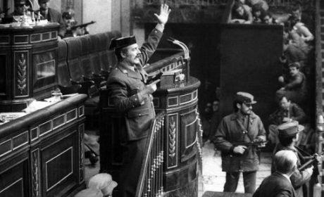 23 février 1981 : Aux Cortes, la députaille sous les bureaux. ¡ Viva Tejero !