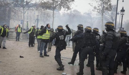 Retour en images sur les gilets jaunes et la répression d'un gouvernement aux abois (vidéos)
