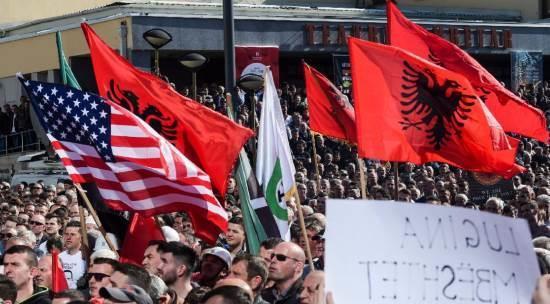 Le criminel jeu américain pour rallumer la mèche de la poudrière des Balkans!