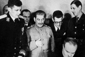 Allo Staline? Ici De Gaulle!