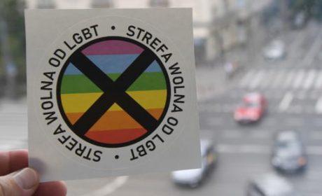 Pologne : un hebdomadaire nationaliste distribue à ses lecteurs des autocollants « Zone sans idéologie LGBT »